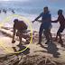 VIDEO: El alcalde de Guayacanes, John Hazim pelea con una comunitaria, y toma una piedra para matarla