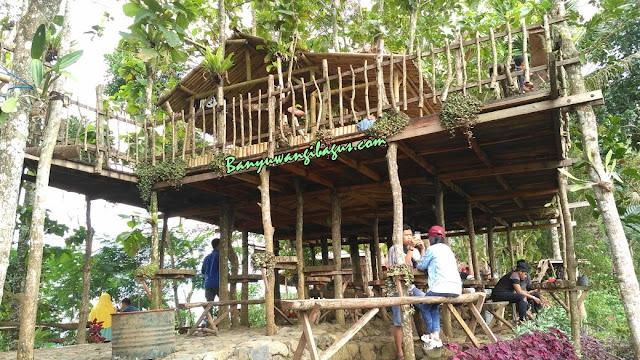 Rumah pohon di bukit Green Gumuk Candi.