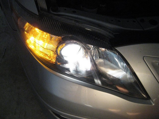 2000-Toyota-Camry-Headlight-bulb-replacement