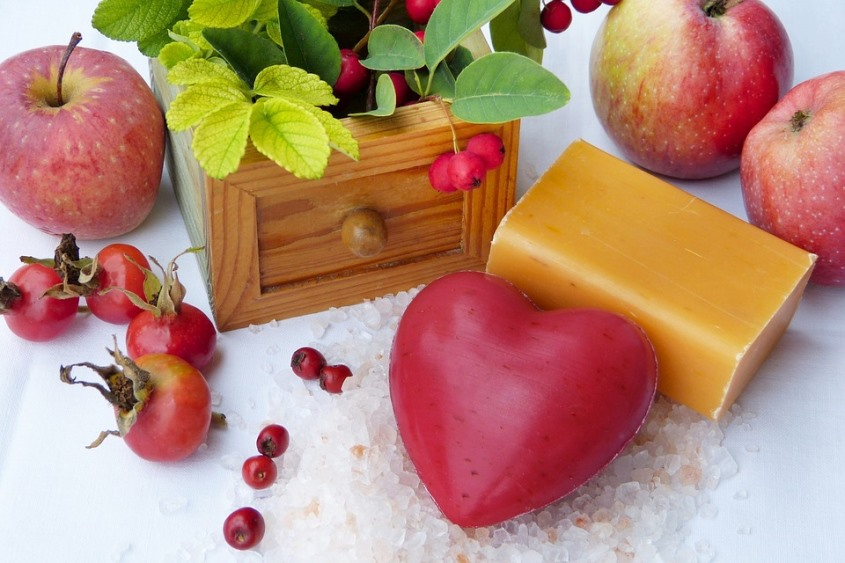 Apples Fruits Berries and Soaps That Help Adult Acne Pixibay Image