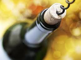 Los viñateros locales salieron a respaldar la idea de analizar quién se queda con la renta en la cadena de valor del vino donde, se sabe, el productor primario es el que sale perdiendo. 'Lo venimos planteando hace mucho a esto, nos parece bien que el gobernador ponga el tema en agenda. No puede ser que se nos pague monedas a nosotros y el vino en góndola sale lo que sale', explicó el jefe de la Federación de Viñateros, Eduardo Garcés.