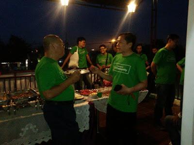 Ngobrol Bareng sambil Dinner Time diacara NOBAR Nongkrong Bareng Top Community Tokopedia Depok 17122016