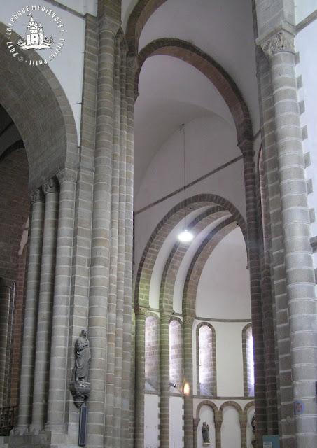 QUIMPERLE (29) - Eglise Sainte-Croix (Intérieur)