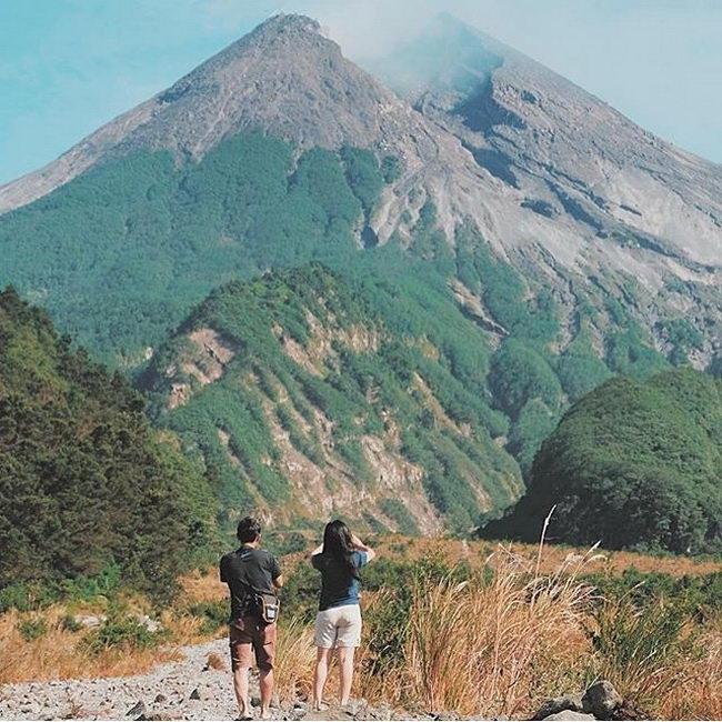 Xvlor Merapi Lava Tour is 4x4 adventure on Mount Merapi to track eruptions