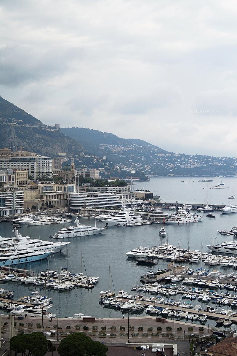 View over Monaco Harbour // Blick auf den Hafen von Monaco