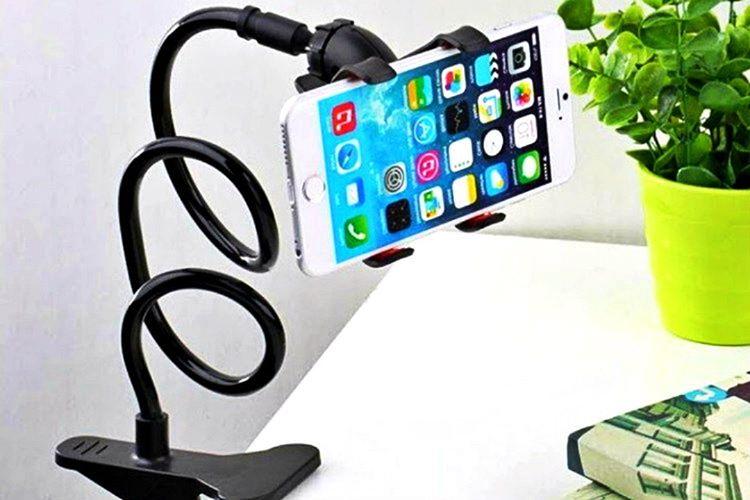 Universal telefon tutucu, 360 derece hareket edebilen özel bir mekanizmaya sahiptir.