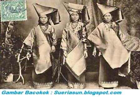Dasar Matrilineal digunakan di Minangkabau