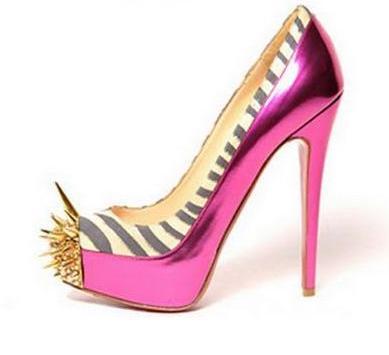 f4548484dd9d Το να σχεδιάζει παπούτσια είναι η πιο αγαπημένη από όλες τις αναρίθμητες  μοδίστικες δραστηριότητες του Karl Lagerfeld. Και δεν είναι ο μόνος άνδρας  που ...
