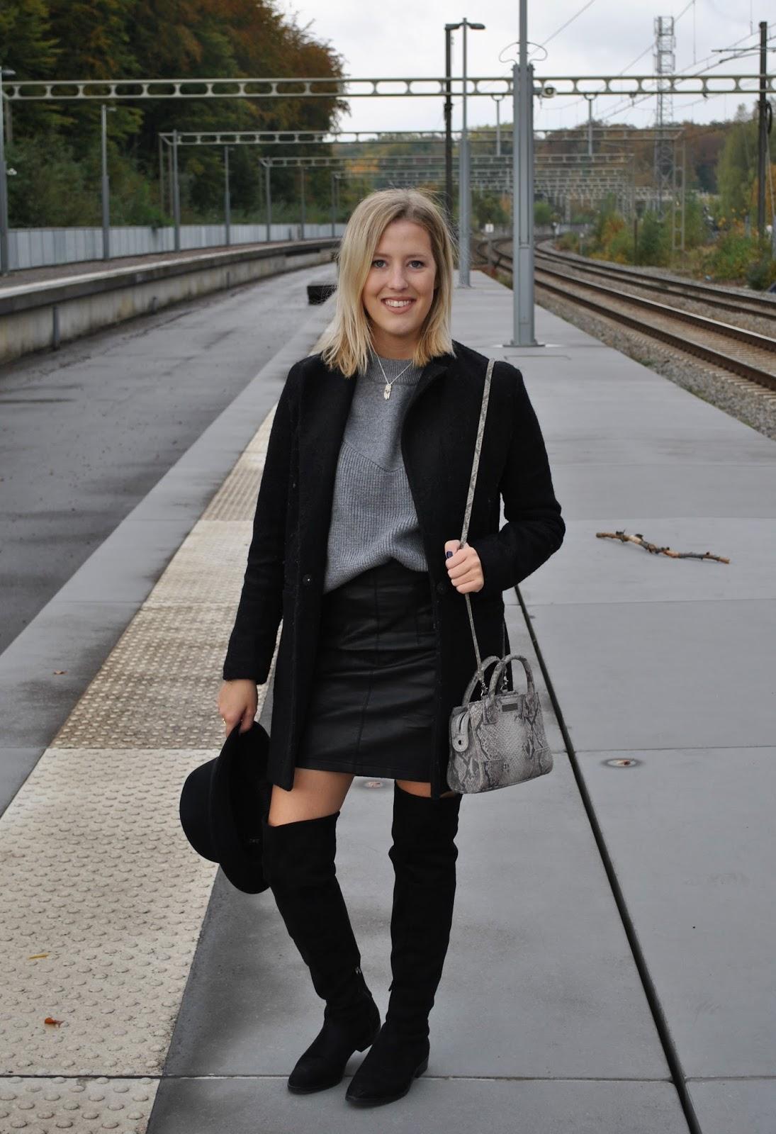 Comment porter la jupe en cuir avec des cuissardes british stylish - Comment porter un trench femme ...