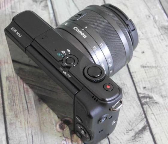 Canon EOS M10 disiapkan dengan fitur yang lebih sederhana dibandingkan  dengan kamera DSLR atau mirrorless lain agar tidak membingungkan  penggunanya. 819d30944f