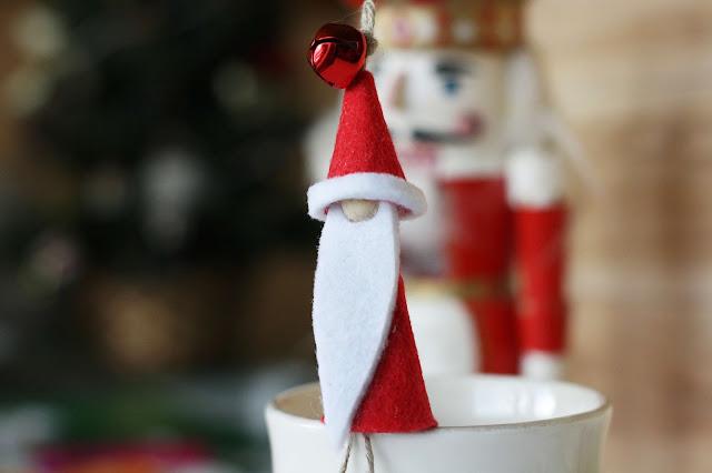 Geldgeschenk mit persönlicher Note: Weihnachtsmann aus Filz