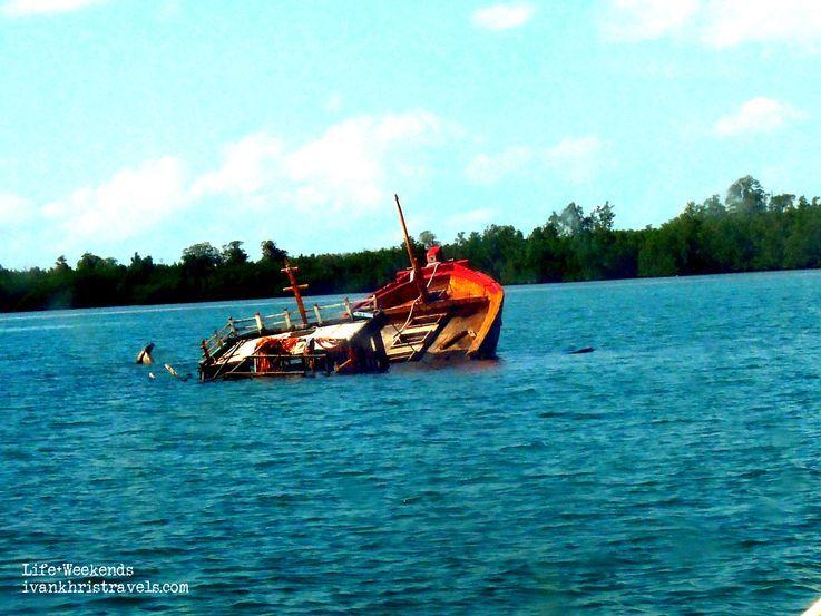 Sunken boat at Honda Bay in Palawan