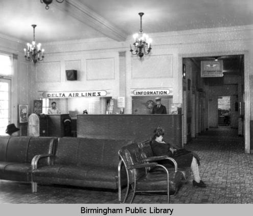 [Image: Birmingham_Airport_interior_with_Delta_A...ounter.jpg]