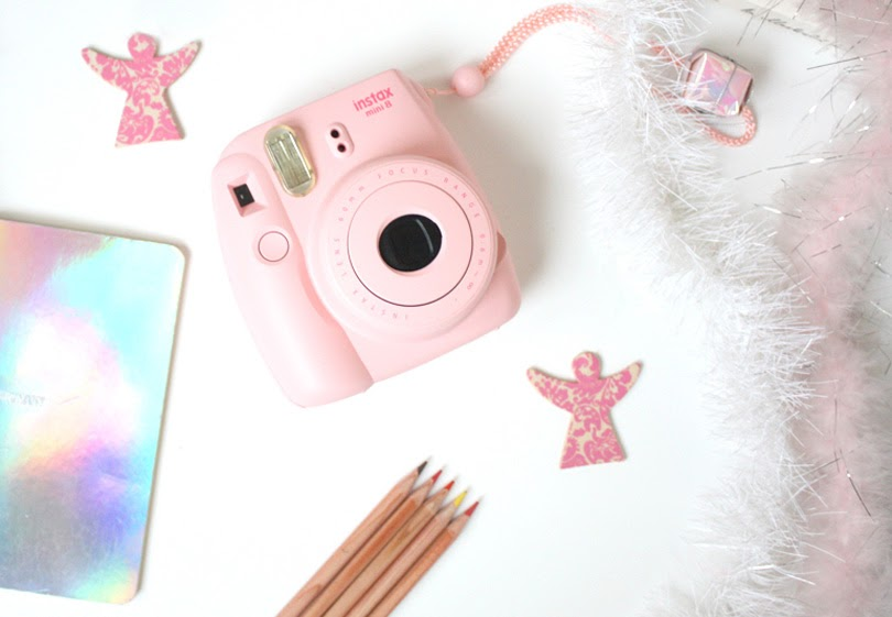 gift guide for aspiring fashion designers polaroid camera