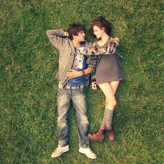 boy and girl love grass ground wallpapers in luv.jpg