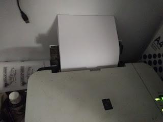 memasukkan kertas ke paper tray