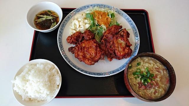 チキン唐揚げ定食(半そば付)の写真