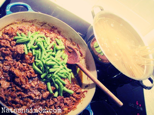 Say G'day Saturday - Asian Style Spaghetti - Natasha in Oz - cooking image