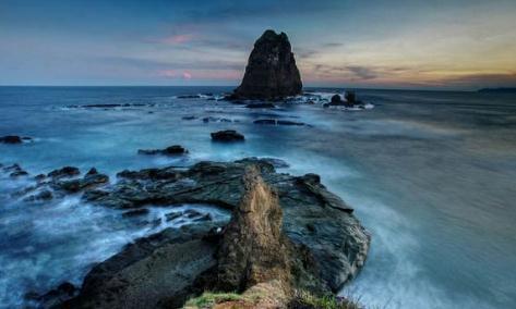 Keaneka ragaman pulau yang ada di Indonesia memang mempunyai daya tarik masing masing  7 Keindahan Alam Pantai Papuma Jember Yang Menakjubkan