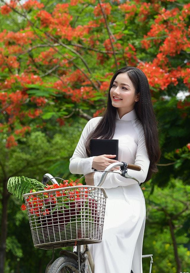 Quỳnh Trâm thướt tha trong tà áo trắng nữ sinh khi mùa phượng vĩ về -9