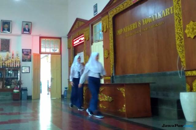 Diduga Wajibkan Siswinya Berjilbab, Sebuah SMP di Jogja Dilaporkan