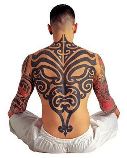 Tribal raio da tatuagem da idéia para os homens em volta completa