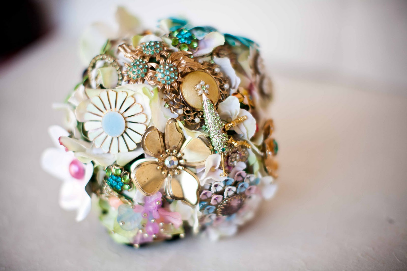Lamb & Blonde: Wedding Wednesday: Brooch Bouquets