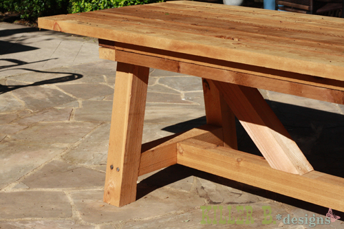 diy une table de jardin en bois initiales gg. Black Bedroom Furniture Sets. Home Design Ideas