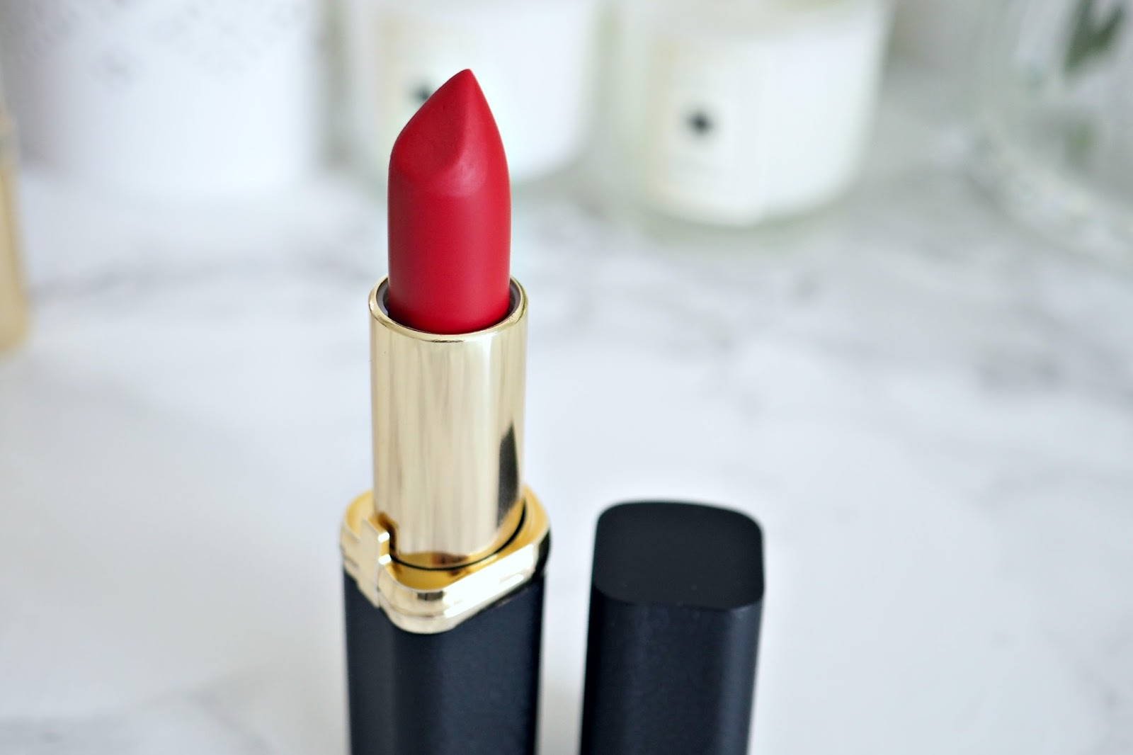 L'Oreal Colour Riche Matte Lipstick in shade '346 Scarlet Silhouette'