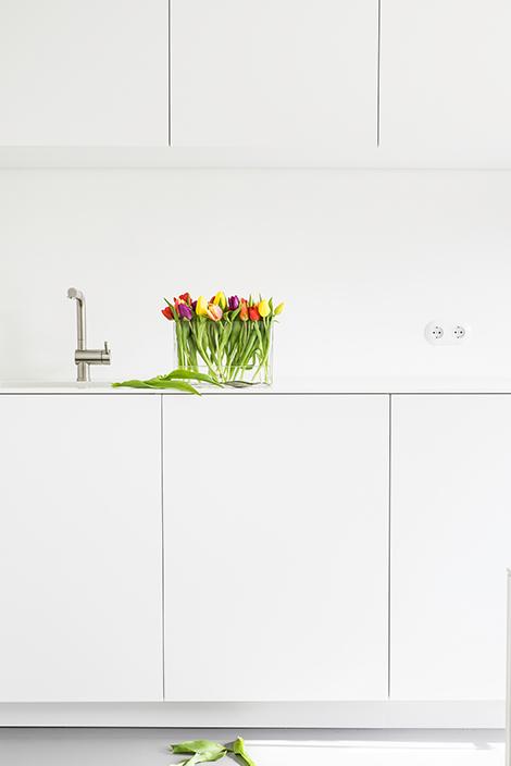 Deko mit bunten Tulpen - Glashafen