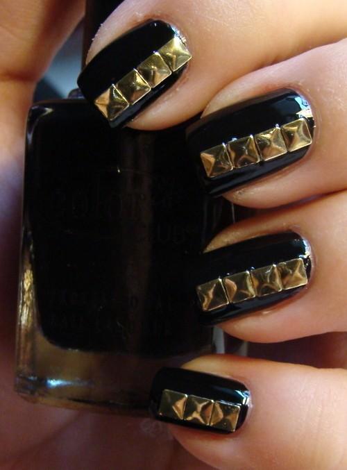 nail art;unha preta; unha com tachas