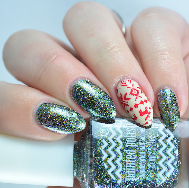 Christmas sweater nail art using Zoya Jacqueline, Sally Hansen Insta Dri Rapid Red, Painted Polish Enchantress