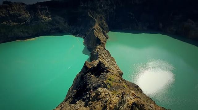 Danau tiga warna Kelimutu di Flores Nusa Tenggara Timur
