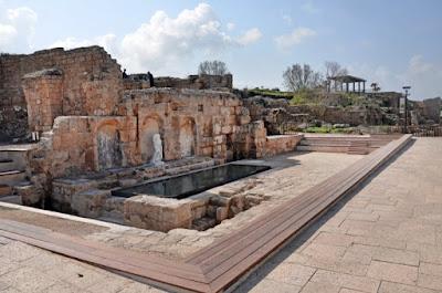 Según funcionarios de turismo israelíes, el Parque Nacional de Cesarea es el tercer sitio más visitado en Israel después de la Ciudad Vieja de Jerusalén y Masada.