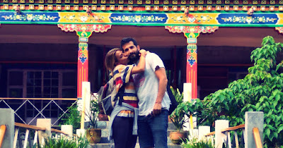 Dani e Isa durante su viaje solidario a India este verano