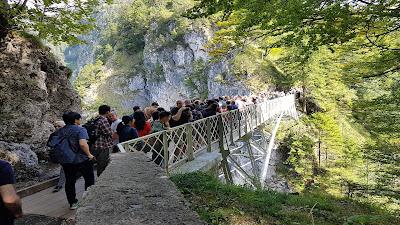 ponte assaltato dai turisti