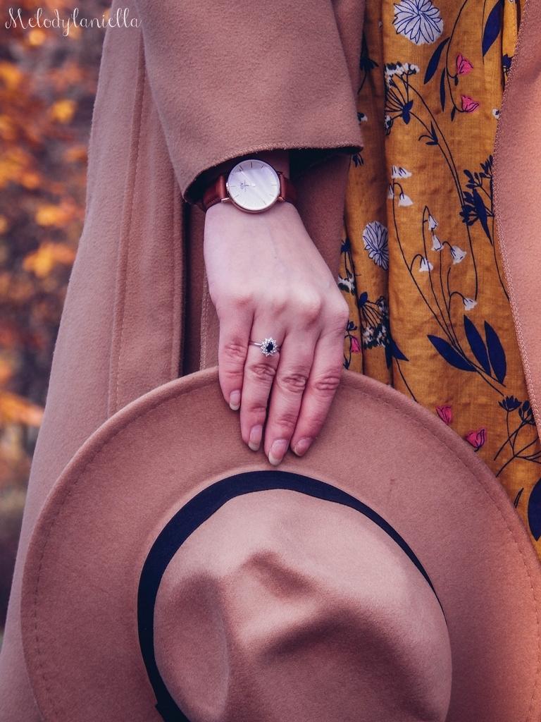11 beżowy wiązany płaszcz na jesień wiosnę zimę beżowy kapelusz jak nosić kapelusz sukienka na jesień żółta w kwiaty zegarek daniel wellington kod rabatowy promocje rosegal zaful opinie moda fashion blogerka łódź