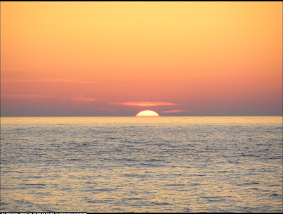 suave-puesta-de-sol-sobre-el-mar