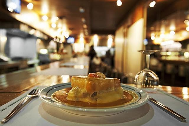 Comer uma ''francesinha'' em Porto