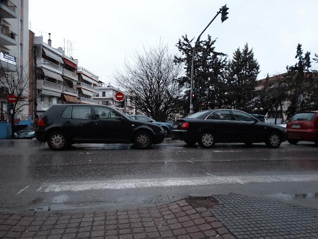 Γρηγορίου Λαμπράκη: Παρκάρουν ακόμα και πάνω στη διάβαση