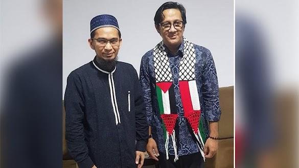 Andre Taulany Temui Ustadz Adi Hidayat Kenakan Syal Palestina