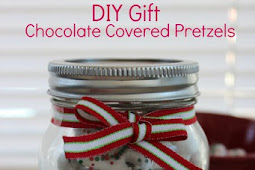 DIY GIFTS WHITE CHOCOLATE CHRISTMAS PRETZELS