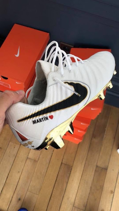 6ec3cb86eaea1 The special-edition Nike Tiempo Legend VII France 2018 World Cup winners  boots for Lucas Hernandez are white with a metallic golden sole plate.