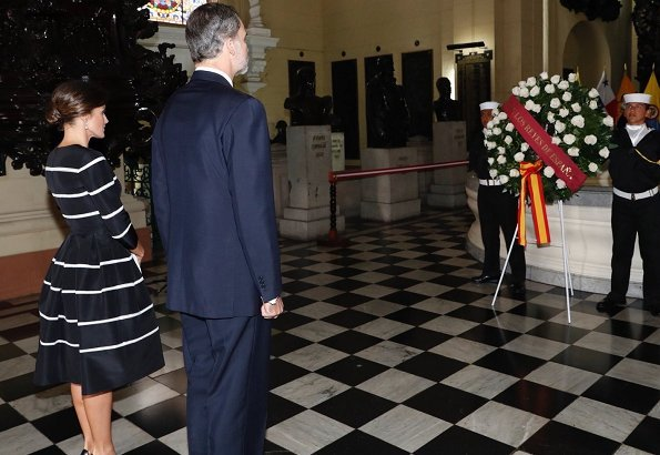 Queen Letizia wore Carolina Herrera striped fit and flare dress. Queen wore a new dress by Carolina Herrera. President Vizcarra and his wife
