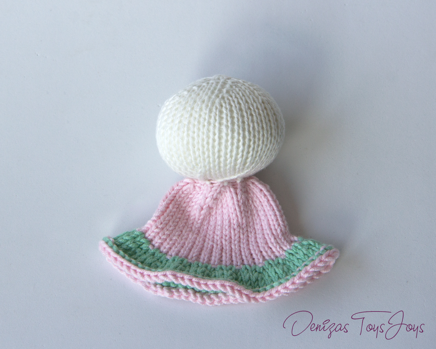 Knitting Joining Yarn In The Round : Denizas toys joys bunny egg cozy free knitting pattern