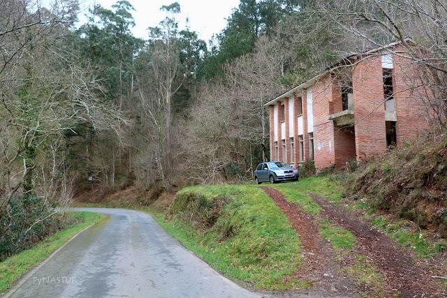 Inicio de la ruta junto a las escuelas abandonadas