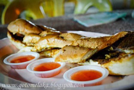 Sharing Roti John Melaka