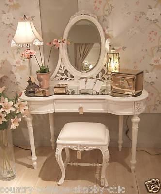 laure a un blog inspiration une coiffeuse de princesse. Black Bedroom Furniture Sets. Home Design Ideas