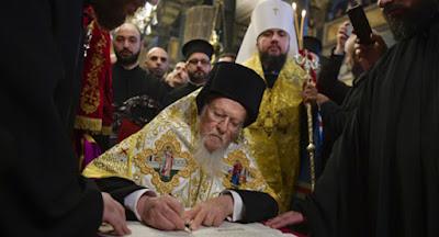 Вселенський патріарх Варфоломій підписав томос про автокефалію ПЦУ