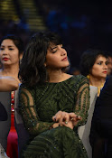Shruti Haasan sizzling at SIIMA awards-thumbnail-4